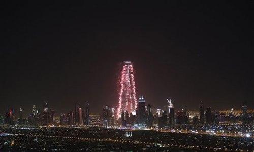 Dubai por su espect culo de fuegos artificiales en el a o for Espectaculo de dubai fashland