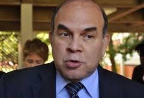 """Pelegrín Castillo calificó como """"responsable, valiente, bien fundamentada y con base jurídica"""" la decisión del presidente Medina"""