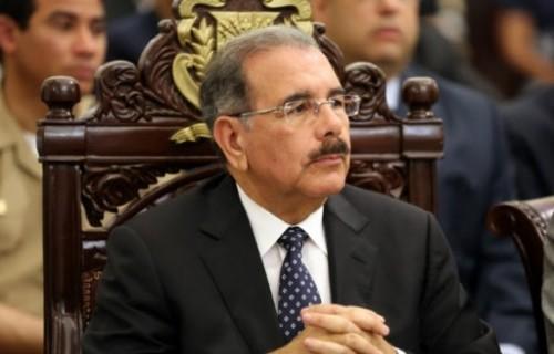 Presidente Danilo Medina promulga la ley 520-14 que extiende por un plazo de 90 días la prórroga  para de ley Naturalización