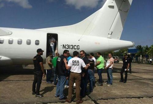 Entregan catorce dominicanos a las autoridades estadounidenses acusados de narcotráfico internacional, fraude, homicidio, extorsión y otros graves delitos