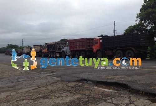 Camioneros paralizan sus unidades como parte de la celebración de la fundación de Fenatrado
